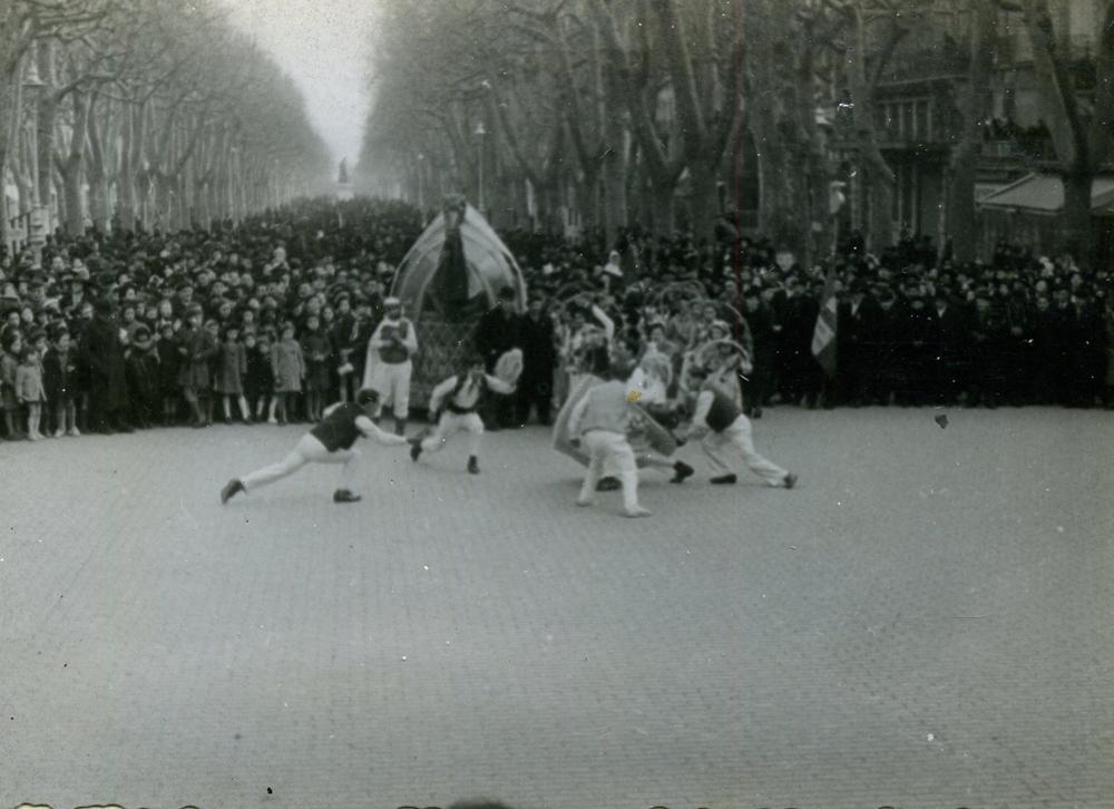 Les danses du Chevalet et des Treilles pour les  Caritats de février 1942