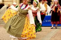 Costume de jeune fille du bas Languedoc